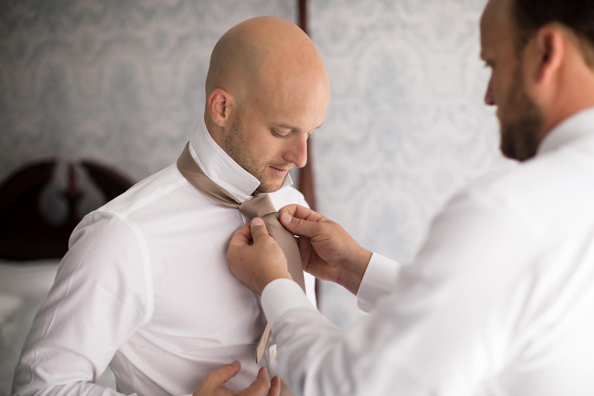 groom and best man tie